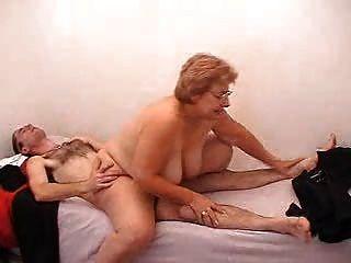 Abuela Y Chico Ruso 141
