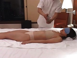 Caliente Esposas Japonesas Masajes Y Luego Se Follan En Casa 2 Cm