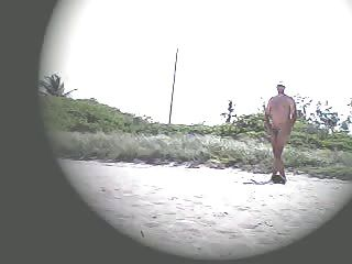 Mujer Exhibicionista Lana Que Se Burla En La Playa Desnuda!