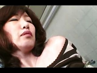 Muy Peluda Madura Puta Japonesa Crema (sin Censura)