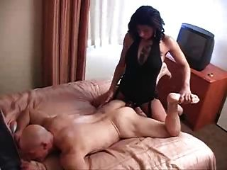 Ella Rasgándose Es Culo Con Un Strapon Grande En El Hotel
