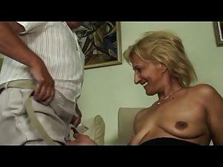Rubia Madura Se Masturba Y Chupa Y Folla Con El Viejo