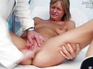 Faye Gyno Examen Con Coño Boquiabierto Y Orgasmo Real