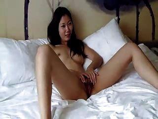 Chica China Peluda Fresca Finalmente Acepta Hacer Fotos Desnudas