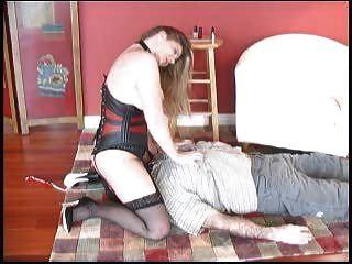 La Señora Castiga A Su Esclavo