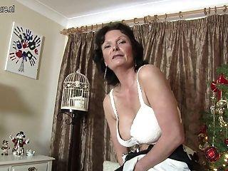 Milf Británica Sexy Le Encanta Masturbarse