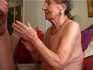 Abuelita Le Gusta Tocar La Flauta 1