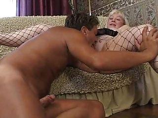 Rubia Tetona Madura Con Chico Joven