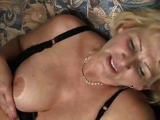Abuelita Cachonda Es Follada Por Un Chico Musculoso