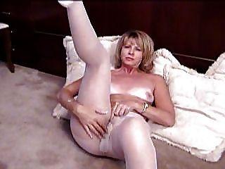 Rubia Madura Se Masturba En Pantyhose Blanco