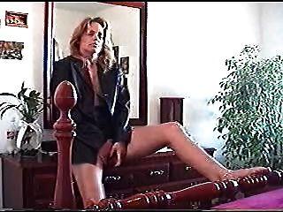 Masturbándose Y Escupiendo