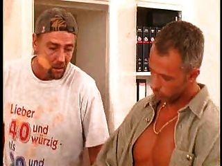 Piercing Y Tatuado Alemán Puta Tomando En Dos Pollas