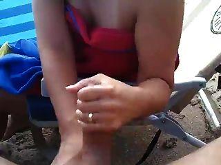 Eyaculación Grande En La Playa, Handjob