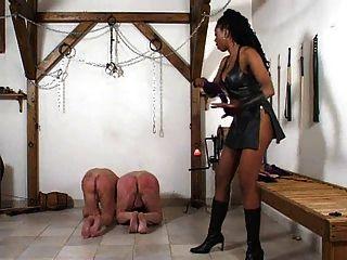 Una Amante Negra Castiga A Sus Esclavos Blancos