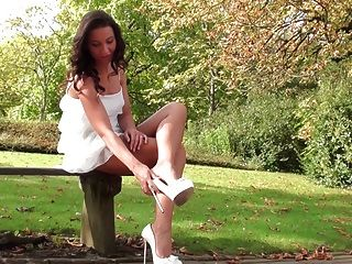 Vista Upskirt Debajo De Mi Vestido En Dimarni Tacones Altos