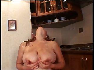Mujer Embarazada De Pecho Grande Masturbándose