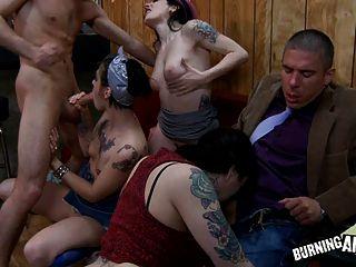 Orgía De La Barra De Slut Emo