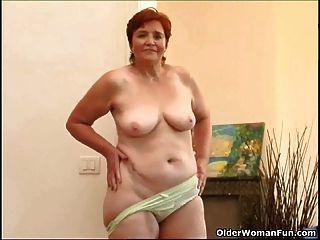 Abuelita De 68 Años Se Masturba Su Dulce Coño Madurado