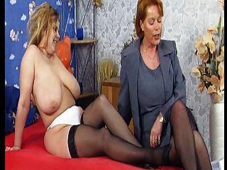 Die Tittenfreier Orgie Con Kira Rojo (mega Mopse) Parte 1