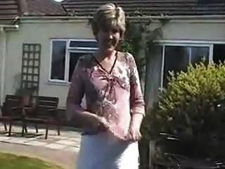 Sara Un Día En El Jardín En Mi Lencería