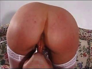 British Blonde Busty Housewife Lo Ama En El Vagabundo