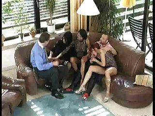 Naughty Neighbors Party (parte 1 De 3)