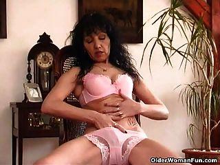 Vieja Mujer Con Tetas Flacas Y Coño Peludo