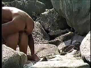 Amateur Pareja Doggystyle En La Playa