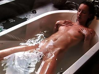 Te Apetece Un Sorbomi Agua Del Baño Sabe Como El Champán?cireman