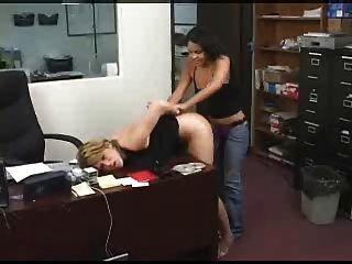 Empleado Recibe Castigo Anal