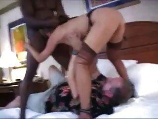 Marido Limpiar A Su Esposa (cornudo)