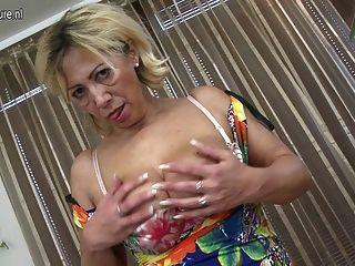 Mamá Madura Masturbarse Sola