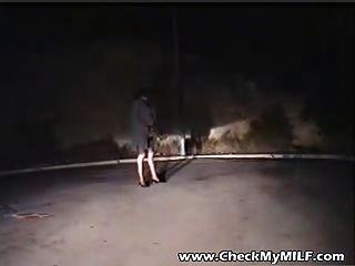 Skanky Milf Se Folla En Las Calles Por Dos Chicos