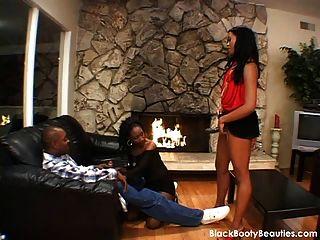 Hot Ebony Threesome En Un Video Porno Negro