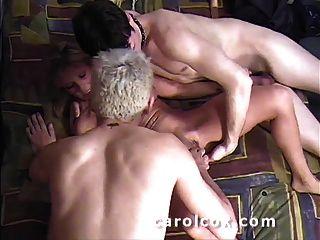 Carol Cox Y Dos Fans, Con Duro Anal Y Doble Corrida!