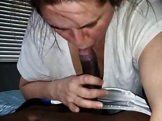Blanco Puta Gags En Enorme Negro Dick (facial Cum Tiro)