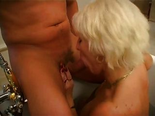 Mama Irina Trabaja Una Polla Joven