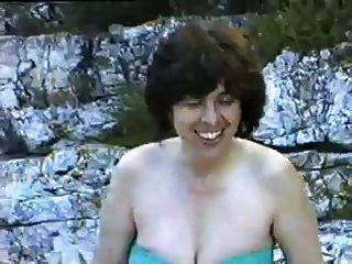 Una Peluda Esposa Madura Primera Vez Desnuda En Una Playa Nudista