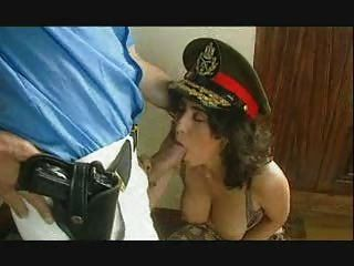 Almirant Fucks Policía Mujer