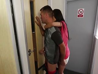 Mirando No Mi Masturbat Paso Hermana A Través De La Puerta