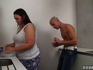 Sexo Caliente De Bbw En La Cocina