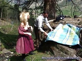 Busty German Milf Necesita Hard Mountain Anal Sex