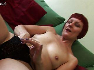 Pelirroja Británica Sexy Jugando Con Ella