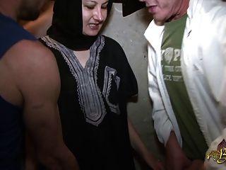 Naima Achour Defoncee Par Deux Mecs Para El Tour De La Beurette