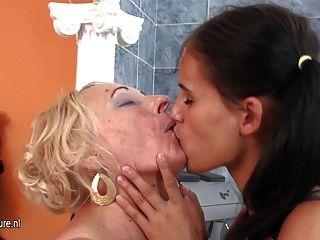 Chica Caliente Fisting Una Madre Lesbiana Madura