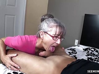 Abuelita Cachonda Chupa Un Pene Joven