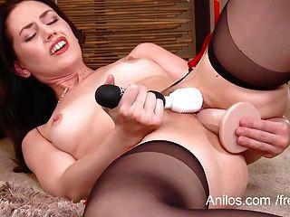 La Milf Escupiendo Tiene Orgasmos Múltiples