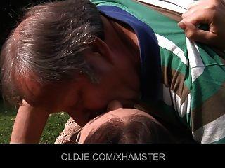 Viejo Hombre Es Follado Por Un Adolescente Pegajoso Ninfómano