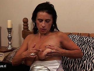 Kinky Mama Soñando Con La Polla Joven