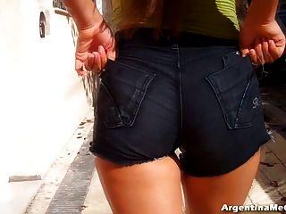 Culo Grande Caliente En Pantalones Cortos Ultra Ajustados.cameltoe